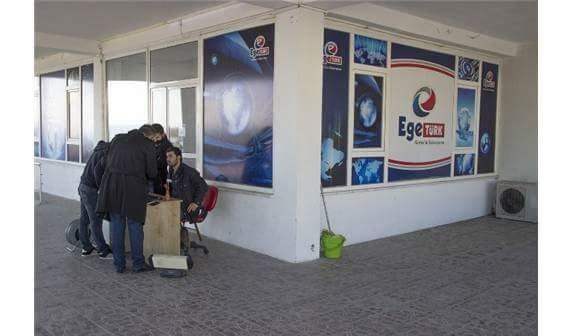 Edremit Belediyesi, ruhsatsız olduğu gerekçesiyle yerel TV binasını mühürledi