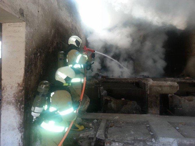Boş Fabrikadaki Yangın Korkuttu
