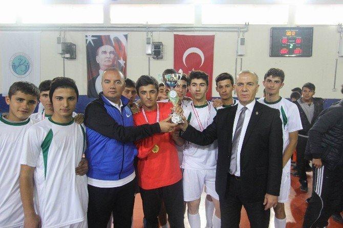 Genç Erkeklerde Futsalın Şampiyonu Endüstri Meslek Lisesi Oldu