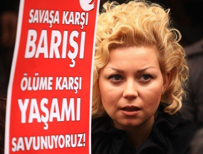 """Yürüyüşe İzin Vermeyen Polisten CHP'li Vekile """"Yasal Düzenleme Yapın"""" Önerisi"""