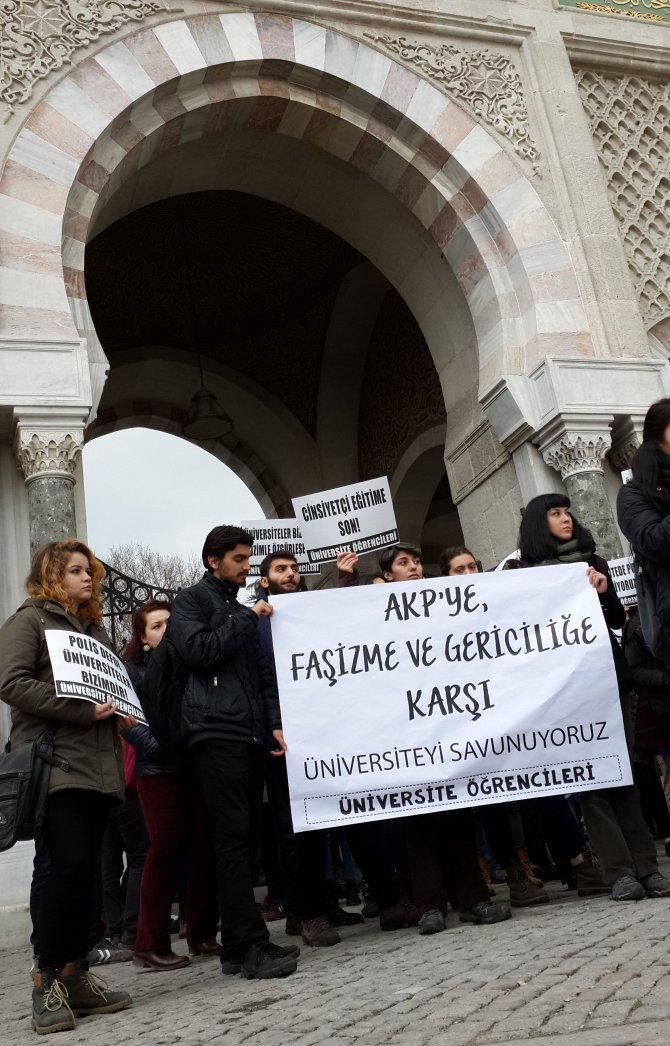 İstanbul Üniversitesi önünde eylem