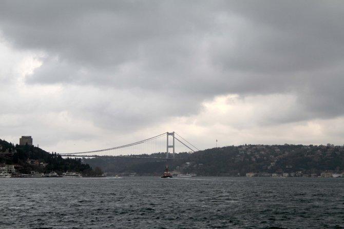 İstanbul Boğazı bulutlara teslim