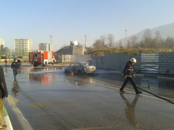 Yanan Otomobili Söndüren İtfaiyeci Alev Topunun İçinde Kaldı