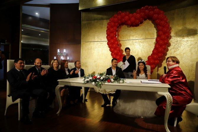 73 çift yeni yıla evlenerek girdi