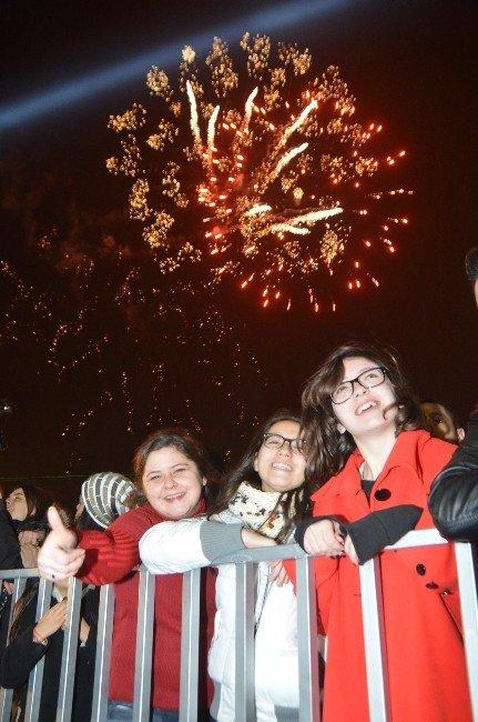 İzmirliler Yeni Yıla Athena İle Girecek