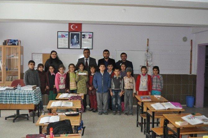 Sungurlu'da Köy Okulu İçin Kitap Bağışı Kampanyası