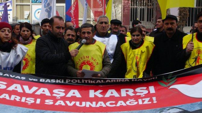 Hakkari'de grev yapan KESK, DİSK ve TMMOB üyelerinden basın açıklaması