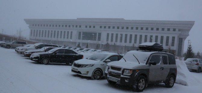 Kazakistan'ı kar fırtınası etkisine aldı