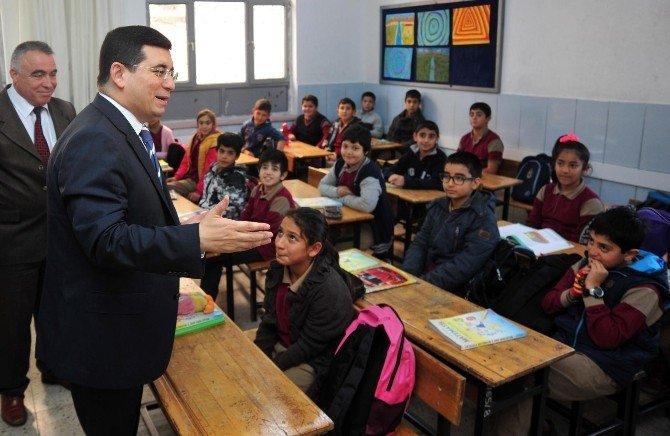 Başkan Tütüncü, Ali Rıza Altıntaş Ortaokulu'nu Ziyaret Etti