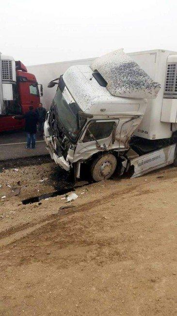 Konya'da Sis Zincirleme Kazaya Neden Oldu: 15 Yaralı