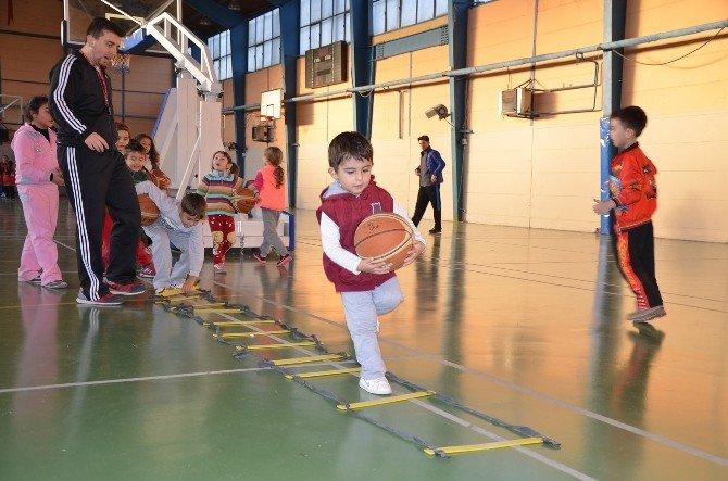 Spor Kursları 7 Branşta Devam Ediyor