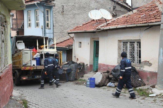 Odunpazarı Belediyesi Yangın Mağduru Yaşlı Kadına El Uzattı