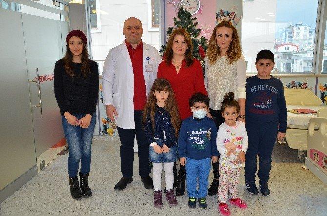Öğrencilerden Lösemili Çocuklara Yeni Yıl Ziyareti