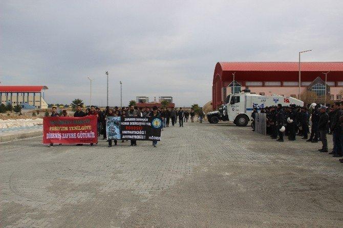 Harran Üniversitesi'nde Uludere Yürüyüşü Yapıldı