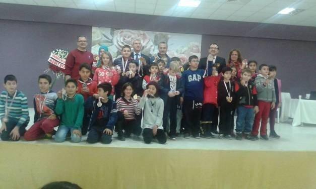 Burhaniye'de 2016 Satranç Küçükler İlçe Birinciliği