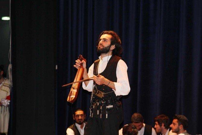 SAÜ'de Dans Ve Müzik Gösterisi Düzenlendi