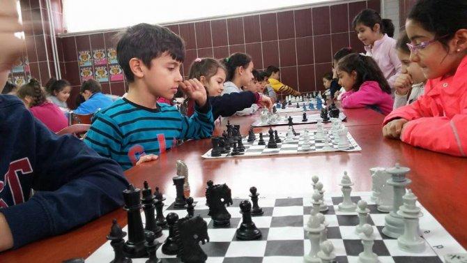 Simav Özel Bahar Ortaokulu'nda satranç turnuvası düzenlendi