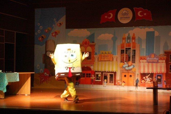 Minikler 'Sünger Bob' Tiyatrosuyla Eğlendi