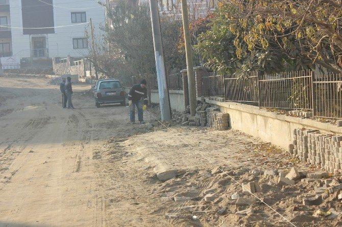 Yol Çalışmaları 2 Mahallede Sürdürülüyor