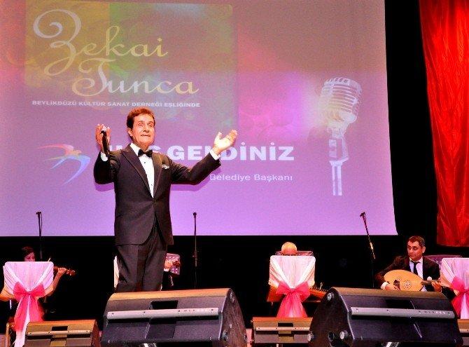 Beylikdüzülüler Zekai Tunca Şarkılarıyla Mest Oldu