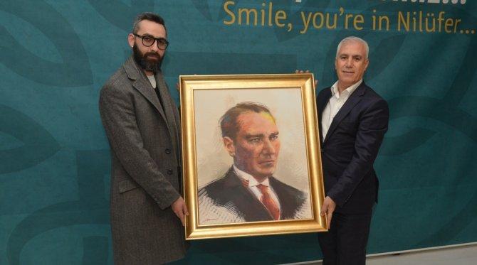 Başarılı tasarımcıdan Bozbey'e Atatürk portresi
