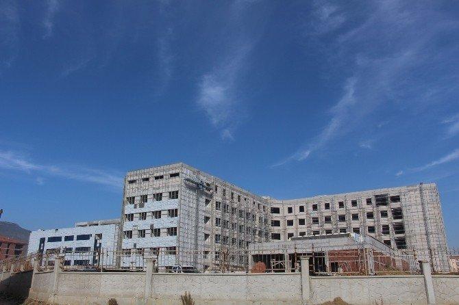 Bucak Devlet Hastanesi İnşaatı Tamamlanıyor