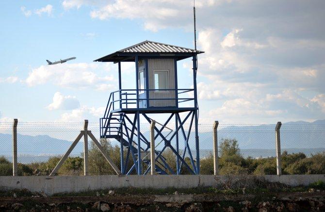 Antalya Havalimanı'nın etrafı, boş nöbetçi kulübelerine emanet