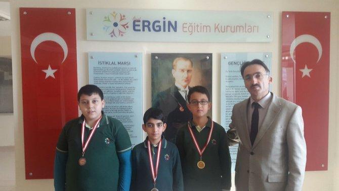 Satranç turnuvasında derece giren öğrenciler ödüllendirildi