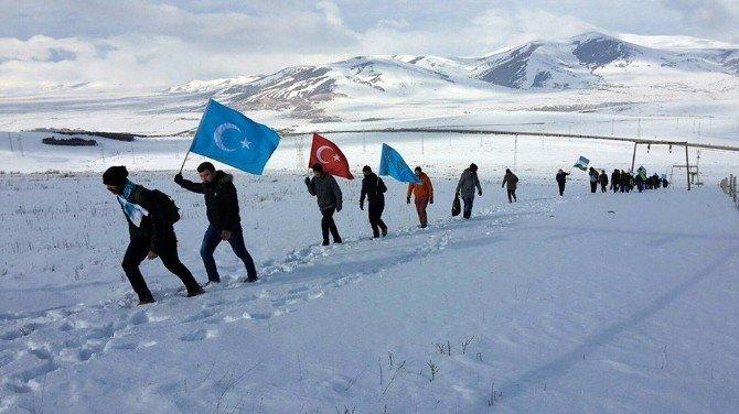 """ARÜ Tarih Topluluğu """"Sarıkamış Şehîdlerine Saygı Yürüyüşü"""" Düzenledi"""