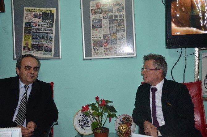 Görev Süresi Dolan Rektör Özcan'dan İHA'ya Veda Ziyareti