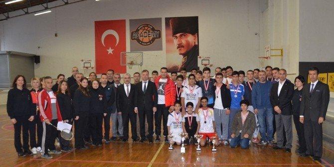 Adana'da Okullarası Gençler Badminton Müsabakaları