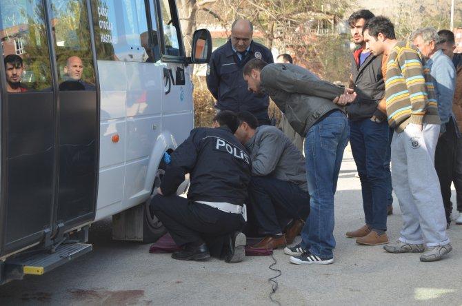 Dolmuş altında kalan kız öğrenci hayatını kaybetti