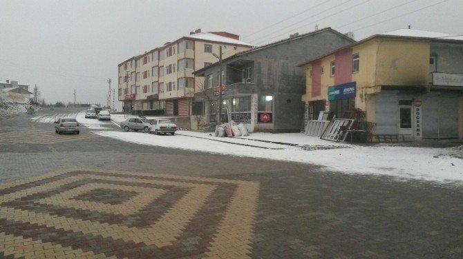 Sincik İlçesine Kar Yağışı Başladı
