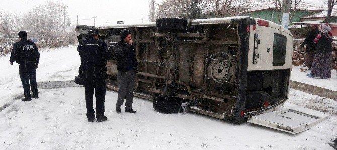 Aksaray'da Öğrenci Servisi Devrildi: 1 Yaralı