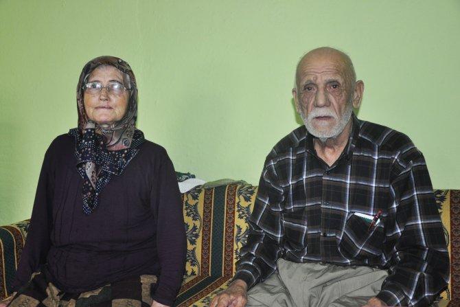 Dolandırıcılara kaptırdıkları para ve altın, yaşlı çifte teslim edildi