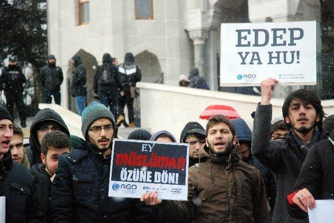 """Üniversite Öğrencilerinden """"Yılbaşı"""" Protestosu"""