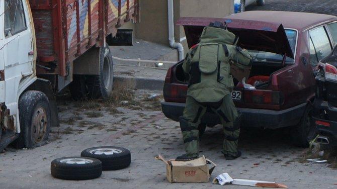 Bombacıların kaldığı ev ve şüpheli araçta köpekli bomba araması