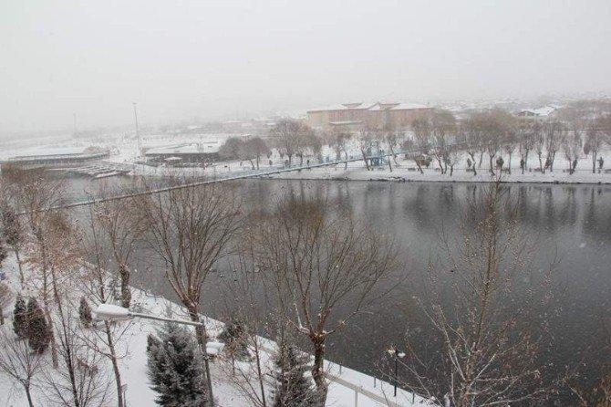 Avanos'ta Kar Yağışı Etkili Oluyor