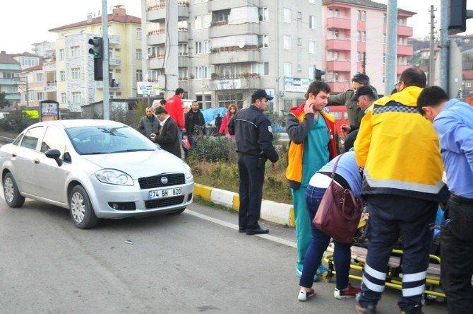 Otomobil Yaya Geçidinde Kadına Böyle Çarptı