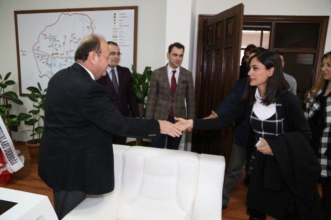 Başkan Özakcan, Mezunlar Derneğini Ağırladı