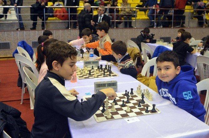 Beyoğlu'nda Dev Satranç Turnuvası