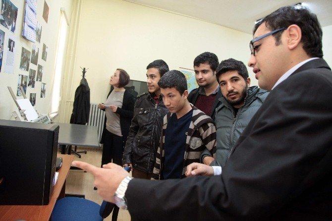 GAP Görme Engelliler Okulu Öğrencileri GAÜN'ü Ziyaret Etti