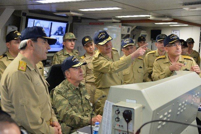 Genelkurmay Başkanı Orgeneral Akar, Gemileri İnceledi