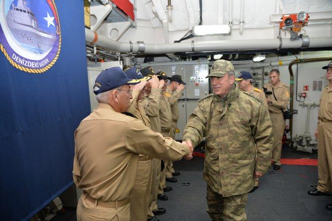 Genelkurmay Başkanı Hulusi Akar, gemileri denetledi