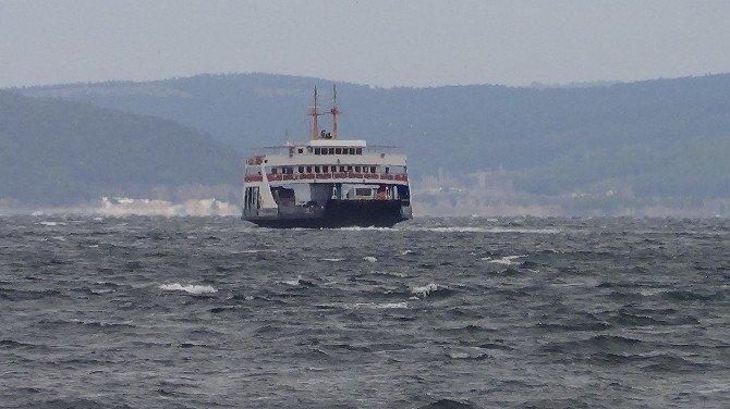 Çanakkale'de Feribot Seferlerine Fırtına Engeli