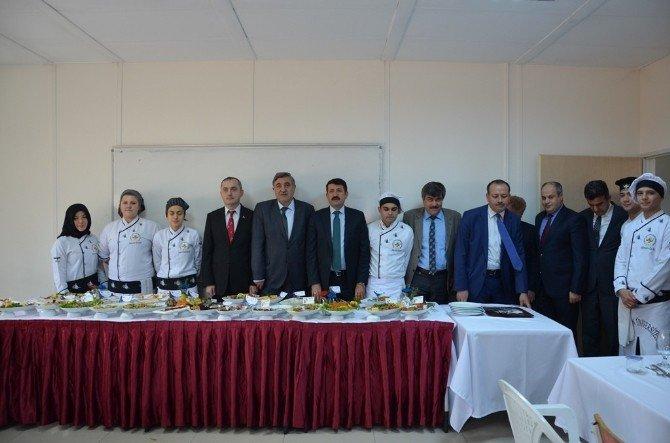 Öğrenciler Final Sınavında Yemek Pişirdi