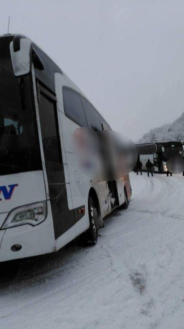 Kastamonu'da Kara Saplanan 2 Otobüs Mahsur Kaldı