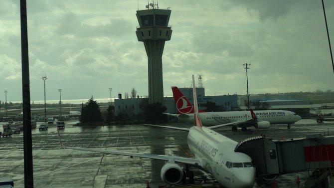 İstanbul'da 228 uçak seferi iptal