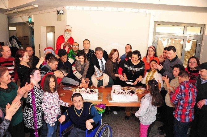 Balçova'da Engelli Vatandaşlar İçin Yeni Yıl Eğlencesi