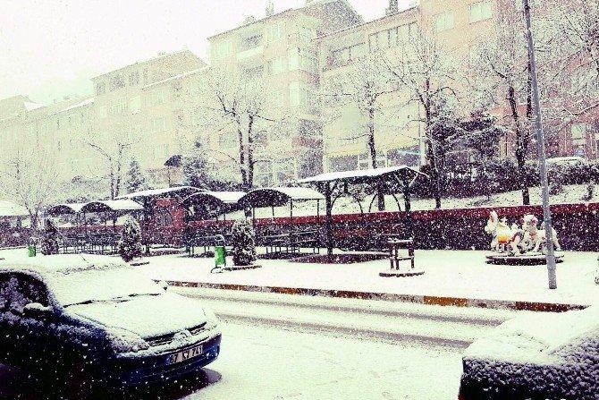 Karabük'te Kar Yağışı Sürücülere Zor Anlar Yaşattı
